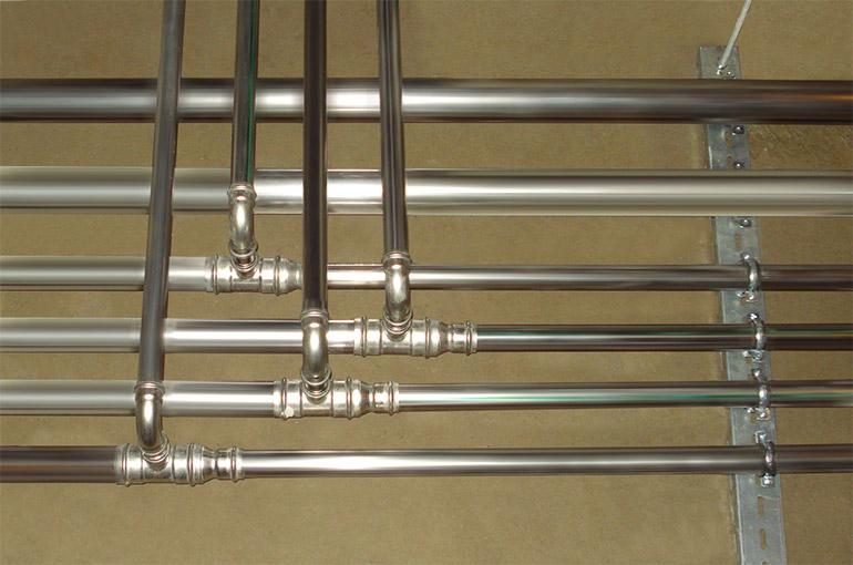 оцинкованные трубы в водопроводной системе